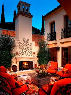 Looking for Mediterranean Outdoor Space and Patio ideas? Browse Mediterranean Outdoor Space and Patio images for decor, layout, furniture, and storage inspiration from HGTV. Spanish Style Homes, Spanish House, Spanish Patio, Spanish Revival, Estilo California, Outdoor Rooms, Outdoor Living, Outdoor Kitchens, Style Toscan