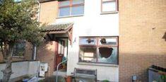 Români atacați cu brutalitate de loialiști paramilitari Portal, Outdoor Decor, Home Decor, Decoration Home, Room Decor, Home Interior Design, Home Decoration, Interior Design