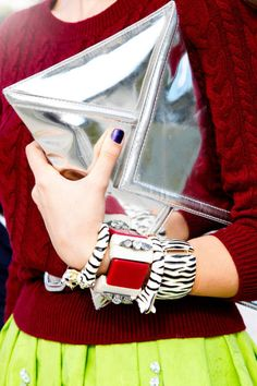 Full reflection: silver metallic clutch #streetstyle