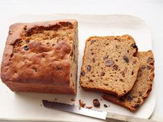 Think beyond banana bread — Food Network Magazine has dozens of sweet and savory ideas.Soak cup raisins in cup rum, 30 minutes. Make Pumpkin Bread (No. replacing the pumpkin with cup … Quick Bread Recipes, Baking Recipes, Baking Tips, Basic Quick Bread Recipe, Sweet Recipes, Snack Recipes, Atkins, Graham, Cupcakes