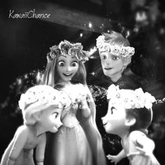 The sun aka Puzie, the moon aka Jack, and the stars aka puzie and jacks daughters Elsa and Anna! ♡♥♡♥ Frozen Film, Frozen And Tangled, Animation Film, Disney Animation, Frozen Images, Best Crossover, Disney Decendants, Disney Movies To Watch, Frozen Characters