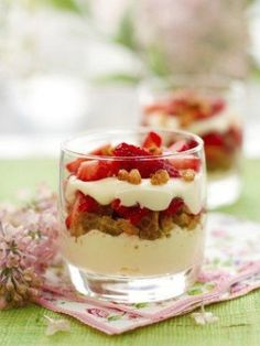 If you are looking for a healthier dessert option these individual berry trifles are a great choice. Colorful Desserts, Fun Desserts, Dessert Recipes, Cinnamon Recipes, Strawberry Recipes, Strawberry Trifle, Snacks, The Fresh, Mousse