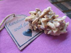 Low Carb Rezepte von Happy Carb: Kokos-Mandel-Splitter - Eine süße Sünde ganz ohne Schokolade.