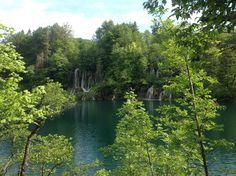 Национальный парк Хорватии. Плитвицкие озера - одна из самых значимых и самых посещаемых природных достопримечательностей Европы.