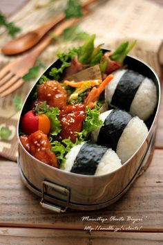 Japanese Onigiri Bento Lunch (Umeboshi Rice Ball, Teriyaki Chicken, Asparagus Bacon Roll, Two‐tone Cherry Tomatoes)|あ~るママ さんのお弁当 # cooking Bento Recipes, Vegetarian Recipes, Vegetarian Lunch, Rice Recipes, Vegan Lunch Box, Vegan Foods, Vegan Snacks, Aesthetic Food, Junk Food