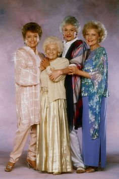 The Golden Girls -- I love these women so much. One of the all time great TV shows. Rue McClanahan, Estelle Getty, Bea Arthur and Betty White. Estelle Getty, Betty White, Great Tv Shows, Old Tv Shows, The Golden Girls, Dorothy Golden Girls, Golden Rule, Inspirer Les Gens, Tv Sendungen