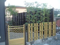 Ideas For A Garden Fence Design - Uncinetto Japanese Fence, Japanese Tea House, Japanese Bamboo, Ranch Fencing, Garden Fencing, Bamboo House, Bamboo Fence, Fence Design, Garden Design