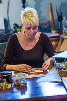 Form of expression: Art therapy helps heal | Part of Kay Martin's treatment at Magee Rehabilitation Hospital near Philadelphia included art therapy, which involves creating art as a way to help patients cope with symptoms, express themselves or reconcile issues from their lives.