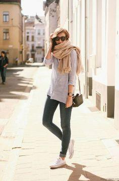gray top + converse + scarf