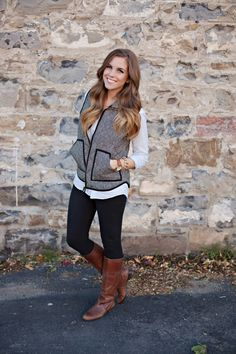 Herringbone Vest Girls Fall Fashion, Winter Fashion Outfits, Fall Winter Outfits, Autumn Winter Fashion, Winter Clothes, Fashion Pics, Winter Style, White Vest Outfit, Vest Outfits