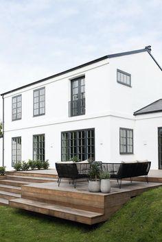 Architect-designed villa with a lovely terrace. Outdoor Rooms, Outdoor Living, Outdoor Decor, Wooden Architecture, Architecture Design, Villa, Patio, Backyard, Scandinavian Garden