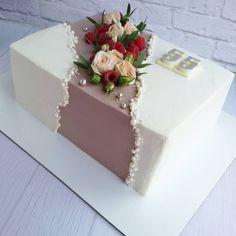 Cake Pop Decorating, Cake Decorating Videos, Birthday Cake Decorating, Cake Decorating Techniques, Beautiful Cake Designs, Beautiful Cakes, Rectangle Cake, Alcohol Cake, Pretty Birthday Cakes