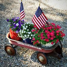 Need a fast, simple idea for your July party? Take three pots of flowers and stick them in a wagon with a flowers. Cute, Simple, and Super Easy! Fourth Of July Decor, 4th Of July Decorations, 4th Of July Party, July 4th, Yard Decorations, Christmas Decorations, Red Wagon, July Crafts, Patriotic Crafts