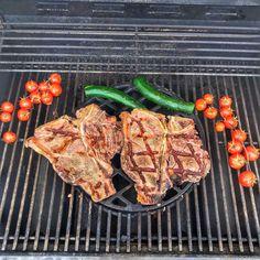 Star grill season #t-bone #t-bonesteak #steak #steakrecipes #steakdinner #zucchini #tomatoes #cherrytomatoes #grill #grilling #meat #meatlunch #lunch #lunchtime #lunchideas #lunchmealprep Lunch Meal Prep, Lunch Time, T Bone Steak, Steak Recipes, Grill Pan, Cherry Tomatoes, I Foods, Zucchini, Grilling