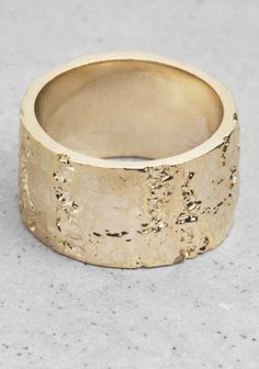 & other stories -Wood-effect ring 15 euro