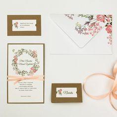 Mile a něžně působí toto svatební oznámení s motivem květin. Matný papír, přírodní bílé barvy, jsme potiskli jemným květinovým věnečkem. Druhou vrstvu oznámení tvoří recyklovaný papír. Celé oznámení je převázáno atlasovou stuhou světle lososové barvy. Pro dodržení stejného vzhledu textu doporučujeme v objednávce zvolit digitální dotisk. K oznámení můžete objednat obálku, pozvánky a jmenovky. Acrylic Sheets, Place Cards, Wedding Invitations, Stationery, Wedding Inspiration, Place Card Holders, Weddings, Paper, Creative
