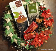 @Jane Tregenza's Nutcracker Sweet wreath can even double as a gift basket! So genius! #graphic45 #petaloo