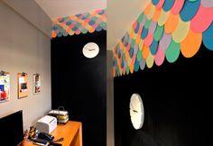 parede com escamas de papel