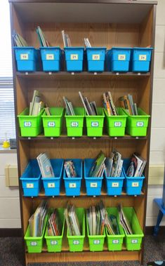 Setting up book bins for successful Daily 5 rotations! Book Boxes Classroom, Student Book Boxes, Classroom Layout, 2nd Grade Classroom, Classroom Design, 2nd Grade Books, 2nd Grade Ela, 2nd Grade Reading, Second Grade