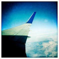 Ga je op vakantie of business trip? Deze 4 tips zullen je helpen om gezond te eten op reis. Airplane View