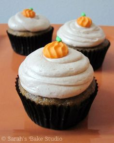Pumpkin Cupcakes wit Pumpkin Cupcakes with Cinnamon Buttercream incredibly moist savory pumpkin cupcakes topped with a fluffy pillow of cinnamon buttercream and a too cute royal icing pumpkin; the perfect fall cupcake recipe. Pumpkin Cupcakes, Pumpkin Dessert, Yummy Cupcakes, Cinnamon Cupcakes, Amazing Cupcakes, Buttercream Cupcakes, Cupcake Recipes, Baking Recipes, Cupcake Cakes