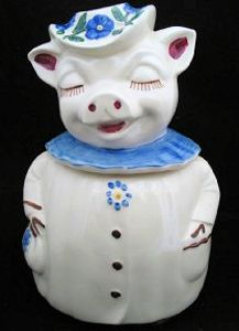 Pig Cookie Jars, Smiley Pig Cookie Jar, Shawnee Smiley Pig I remember this cookie jar from the - have it now on top of my refrigerator! Pig Cookies, Biscuit Cookies, Yummy Cookies, Antique Cookie Jars, Shawnee Pottery, Piggly Wiggly, Pig Art, Vintage Cookies, Pottery Making