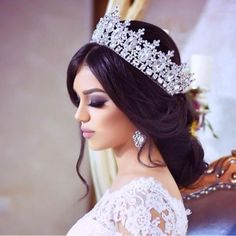 hair and makeup for wedding Wedding Hair And Makeup, Wedding Hair Accessories, Bridal Makeup, Wedding Tiaras, Wedding Veils, Maquillage Formel, Headpiece Wedding, Bridal Hair Tiara, The Princess Bride