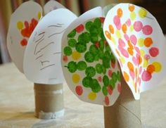 Four Seasons Tree Craft.  One side of the tree for each of the four seasons.  Cute, easy, and perfect for a tree theme, or for summer, fall, winter, or spring.  Great activity for toddlers, preschoolers, or elementary.