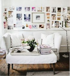 25 Cool Ideas To Display Family Photos On Your Walls house design interior room design house design designs Style At Home, Display Family Photos, Display Pictures, Framed Pictures, Heart Pictures, Random Pictures, Family Pictures, Display Ideas, White Sofas