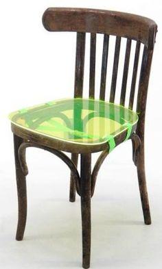 Chaise soignée avec prothèse d'assise // design 5.5 designers