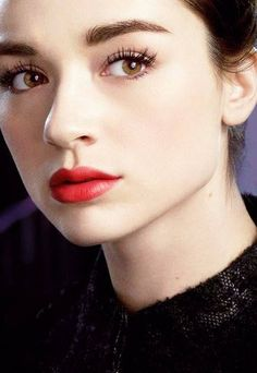 Crystal Reed - Allison Argent Love the light eyeshadow, full eyelashes, top liner and bottom lashes: