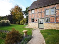 surrounded by rolling farmland in gloucestershire this traditional rh pinterest com