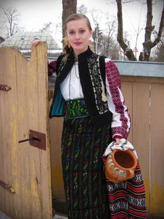 Romanian folk traditional clothing Part 2 Romania People, Romanian Women, European Costumes, European Girls, Romance, Folk Costume, Traditional Dresses, Womens Fashion, How To Wear