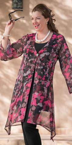 Plus size Kasbah pink/black voile splash long coat Fashion Over 50, Look Fashion, Hijab Fashion, Fashion Dresses, Womens Fashion, Fashion Design, Hijab Stile, Plus Size Kleidung, Mode Chic