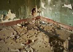 Fantastic: tiny crumbling worlds by Jiang Pengyi
