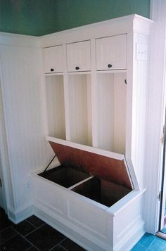 Entryway closet/storage.. Omg this is exactly what I want!
