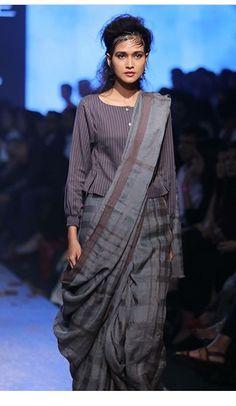 Saree Draping Styles, Saree Styles, Saree Blouse Neck Designs, Kurta Designs, Modern Saree, Stylish Blouse Design, Designer Blouse Patterns, Stylish Sarees, Saree Look