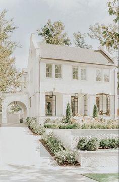 .* (◠‿◠) @ᴛᴏɴɪᴀkɪɴʙᴀ .* Style At Home, Dream Home Design, My Dream Home, Dream Homes, White Brick Houses, Design Exterior, Diy Exterior, Modern Farmhouse Exterior, Farmhouse Front