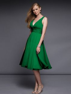 Austere Deep V-Neck Short A-Line Green Smooth Chiffon Bridesmaid Dresses at Knee-Length