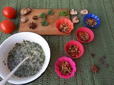 Омлеты со снытью, грибами и помидорами