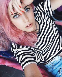 #buonadomenica e grazie di cuore per i 12.000 followers sulla mia pagina Facebook  Snapchat: chiaralosh Facenook: Chiara Losh #grazie  #ChiaraLosh #followers #sunday #thanks #facebook #snapchat #happy #pinkhair #pink #hair #hairstyle #haircolor #crazyhair #eyes #blueeyes #smile #girl #tumblr #tumblrgirl #singer #presenter #dancer #work #noperfect #beautiful #life #photooftheday #me