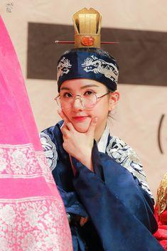 Jung Eun Bi, She Loves You, G Friend, Girl Group, Cute Babies, Captain Hat, Pin Up, Hats, Winter