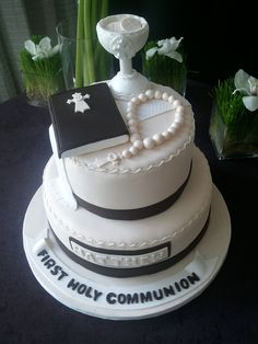 I need to learn how to make a cake that looks this amazing for when Mason gets his first communion!  Good thing I have a few years to learn it!  :D  @Kimberlee Seitz