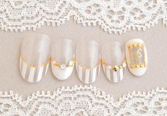 夏の白はやっぱりかわいい!人気のクリアネイル!|オフ別110分(ネイルデザイン:柳沼) 3d Nail Art, 3d Nails, Nail Arts, Great Nails, Love Nails, White Nails With Gold, White Gold, Nail Time, Bridal Nails