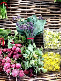Creating a beautiful plate #tip: During the #farmersmarket Spring season, you'll find plenty of flowering vegetables and edible flowers. Use them as garnish to add a pop of vibrant color to your plate.  #organic #plantbased #flexitarian #vegan #vegetarian #glutenfree #paleo #eatclean #eatrealfood #healthyeating #Healthy #instafood #food #happy #love #localvore #vegspo #spring #flowers