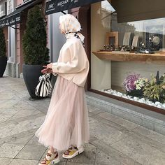 10 Geen Yl Bugn Still_life_gallery Kadrajimizdan Ideas Modern Hijab Fashion, Muslim Fashion, Modest Fashion, Skirt Fashion, Fashion Outfits, Hijab Chic, Casual Hijab Outfit, Muslim Girls, Muslim Women
