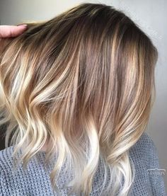 Popular Balayage Hair Color Ideas for Short Hair. Balayage-ombre is the most popular hair coloring technique for women recently Blonde Ombre Short Hair, Blonde Honey, Short Ombre, Short Hair With Balayage, Baylage Blonde, Ombre Bob, Brown To Blonde Highlights, Blonde Balayage Mid Length, Natural Blonde Highlights