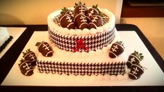 Cake ideas for an Alabama party Alabama Grooms Cake, Alabama Cakes, Amys Bakery, Football Theme Birthday, Red And White Weddings, Cupcakes For Boys, Sport Cakes, Different Cakes, Specialty Cakes