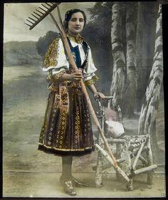 Neznámy autor / Unknown author - Píštanské kroje II / Piešťany costumes (1900 - 1910)