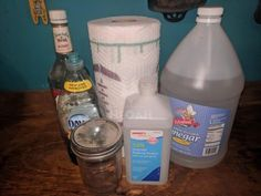 These DIY disinfectant wipes won't expose your skin to potentially harmful chemicals. Two different recipes with castile soap, rubbing alcohol and vinegar. Natural Disinfectant, Disinfectant Spray, Tea Tree Essential Oil, Lemon Essential Oils, Diy Cleaners, Cleaners Homemade, Cleaning Solutions, Cleaning Hacks, Cleaning Supplies